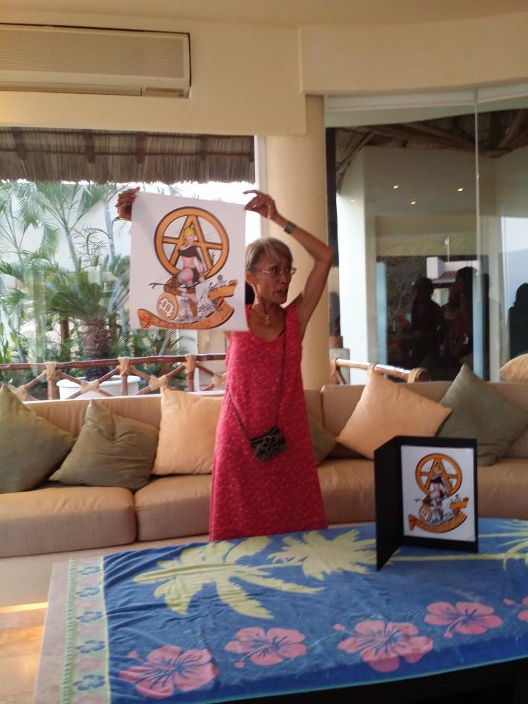 """Achara visade också hennes senaste konstverk som skulle auktioneras ut vid konferensen till förmån för Larken Rose """"The mirror""""-projekt! Achara also showed her latest piece of art that would be auctioned off at the conference in favor of Lark Rose's """"The Mirror""""-project!"""