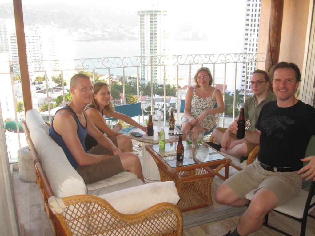 Vi hade svenskträff på vår balkong och vår hederssvensk Doug var också med :) We had Swedish hang out on our balcony and our honorary Swede Doug was also invited :)