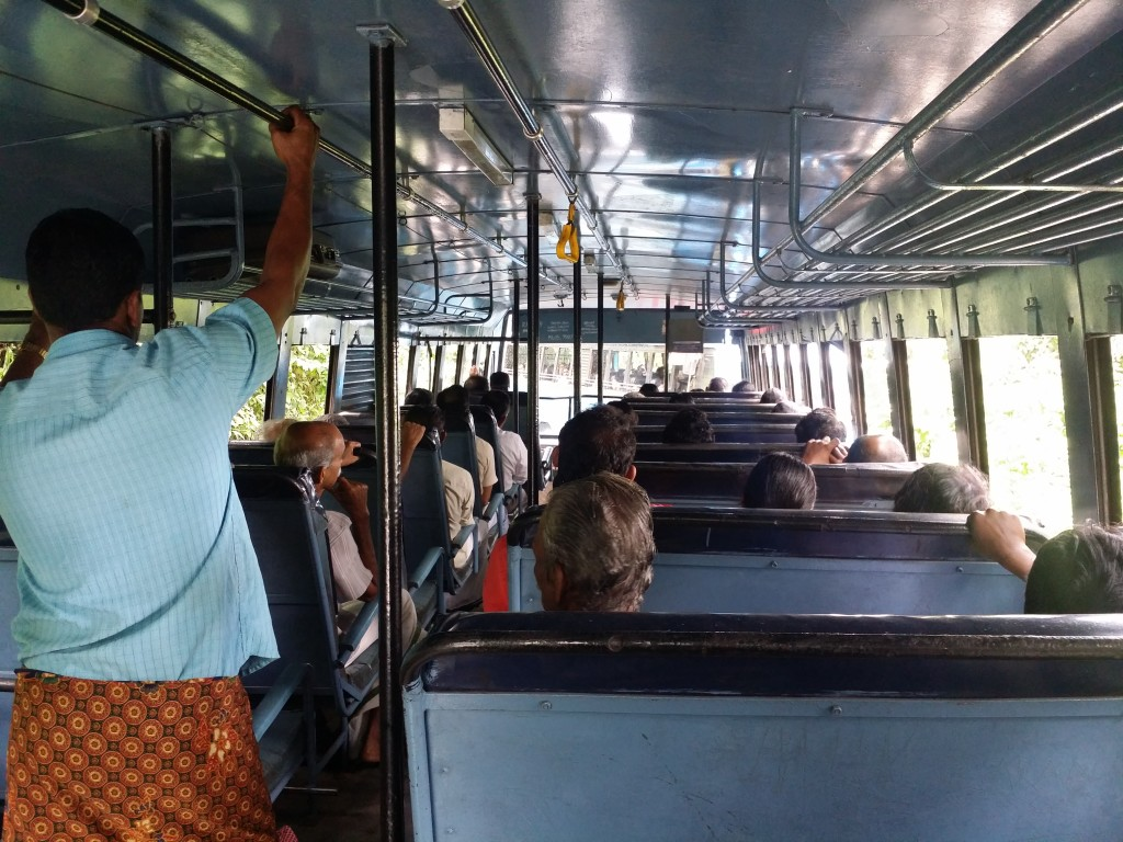 Vi har bara positiva erfarenheter av att åka med lokaltrafiken i södra Indien! We only have positive experiences of travelling with the public transports in South India!