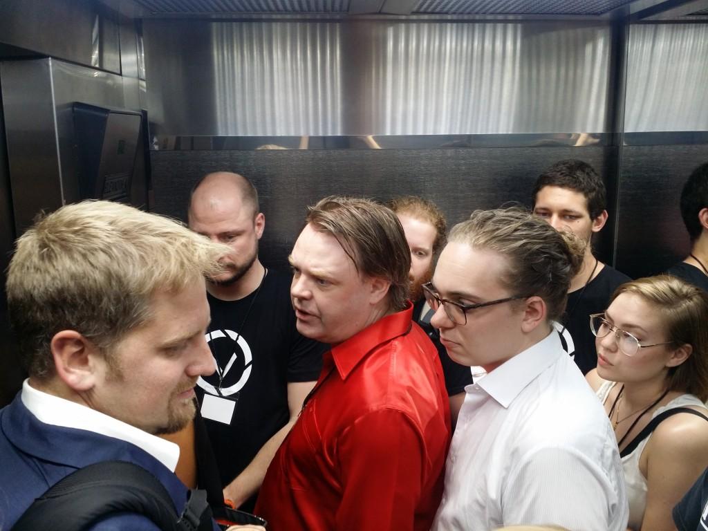 Inte varje dag man är inklämd i en hiss med en president och andra häftiga människor! It is not every day that you are in an elevator with a president and other cool people!