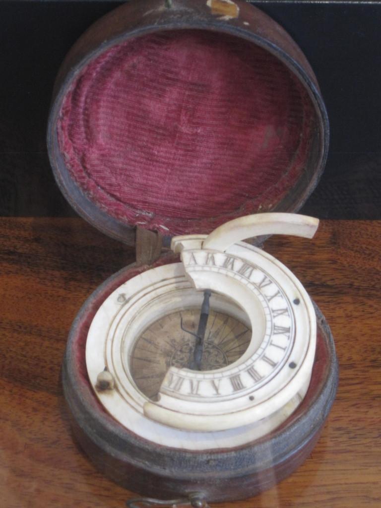 En trasig kompass! A broken compass!