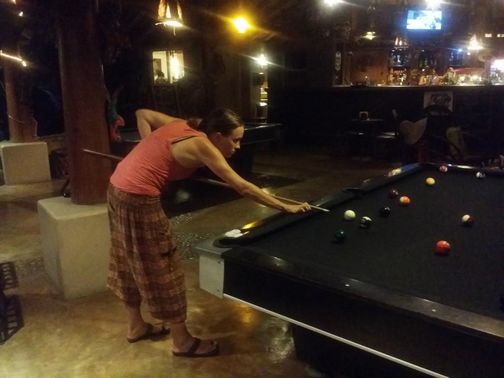 VI spelade biljard och tyvärr så förlorade Ulrika sina ringar här då hon tog av sig dem för att lättare kunna spela biljard. We played billiards and, unfortunately, Ulrika lost her rings here when she took them off to play billiards easier.