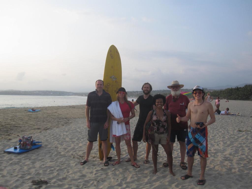 Gänget efter att vi försökt oss på surfing! Tack för en härlig tid i Puerto Escondido och Acapulco! The gang after we tried surfing! Thank you for an awesome time in Puerto Escondido and Acapulco!