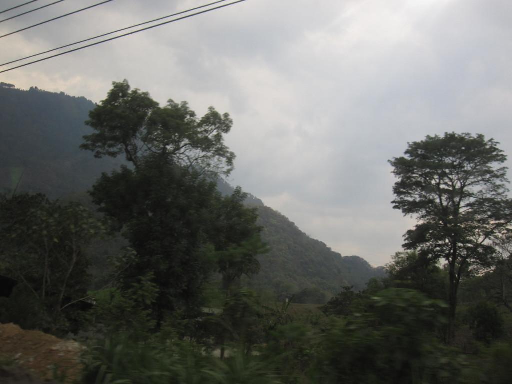 Vägen från gränsen till Panajachel är fantastiskt vacker och man sitter bara och njuter av utsikten! The road from the border to Panajachel is incredible beautiful and you just sit and enjoy the view!
