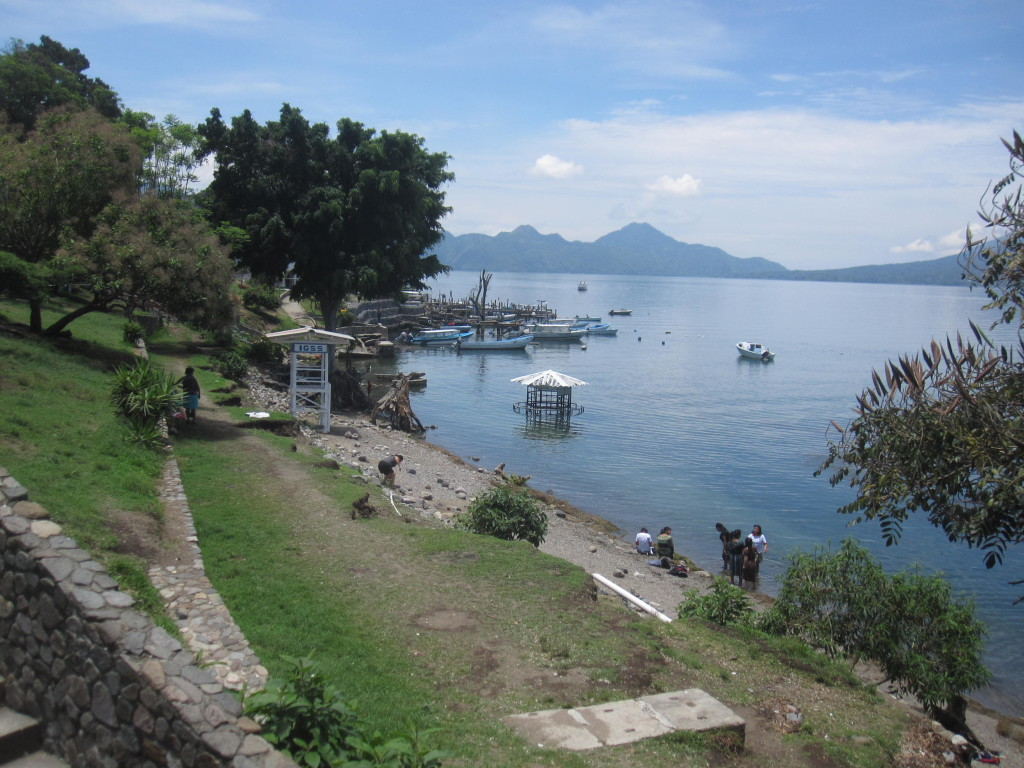 Vi behövde ta en båt över till San Pedro då det skulle ta flera timmar att ta sig runt sjön med lokaltrafiken! Båtturen till San Pedro kostar 25 (+5 för varje stor ryggsäck) Quetzales vilket är cirka 33 SEK.