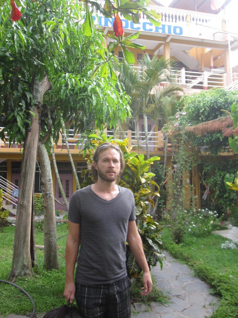 En riktigt härlig trädgård ingår också :) A really lovely garden is also included :)