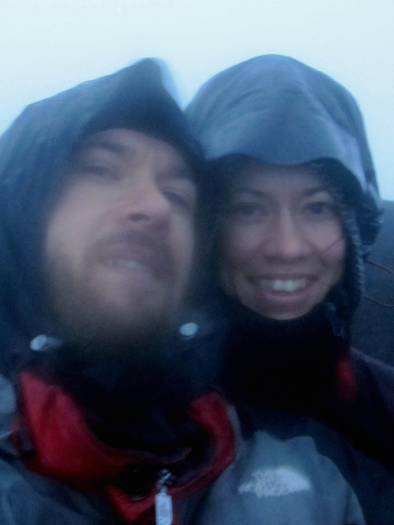 Vi gjorde det! Ta en selfie uppe på 3900 meter i oväder var inte det lättaste :)! We did it! Take a selfie at 3900 meters in a storm was not easy :)!