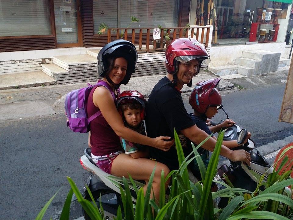 Caroline och hennes familj träffade vi på Bali för ganska exakt ett år sedan! We met Caroline and her family in Bali exactly a year ago!