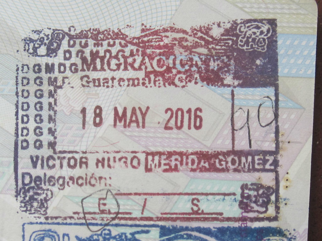 Stämpeln du får vid inträde till Guatemala. Notera antalet dagar som ditt visum gäller. Du vill att det ska stå siffran 90 någonstans på stämpeln. The stamp you receive upon entry to Guatemala. Note the number of days for your visa written on the stamp. You want it to be the number 90.