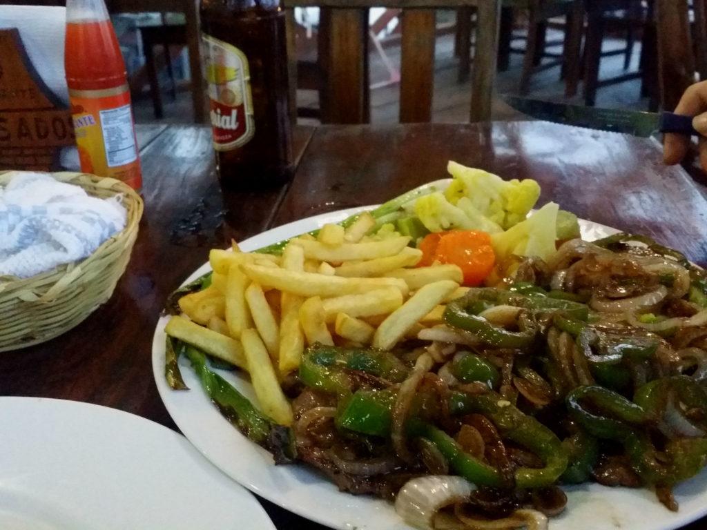 Den godaste köttbit vi ätit i världen kan hittas på restaurangen Los Asodos i Copan Ruinas. The tastiest steak we've eaten in the world can be found at the Los Asodos restaurant in Copan Ruinas.